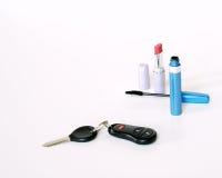 Clés de rouge à lievres, de mascara et de véhicule Photos stock