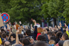 Clés de sonnerie de personnes sur la démonstration sur la place de Prague Wenceslas contre le gouvernement et le Babis actuels Photographie stock libre de droits