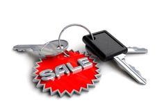 Clés de voiture avec le porte-clés de vente Image libre de droits