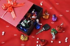 Clés et chocolats de véhicule Photographie stock libre de droits