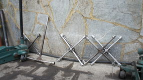 Clés et crics de roue Photo libre de droits