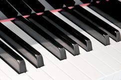 Clés noires et blanches d'un piano Photos stock