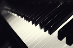 Clés noires et blanches de piano Images stock