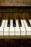 Clés poussiéreuses de piano Images stock