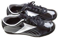 clôturez le blanc haut élégant d'isolement de chaussures courantes Image libre de droits