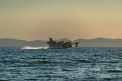 CL-415 water bomber aircraft refilling Stock Photos