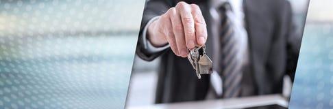 Cl?s de offre de maison d'agent immobilier Drapeau panoramique photo libre de droits