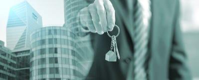 Cl?s de offre de maison d'agent immobilier ; exposition multiple image libre de droits
