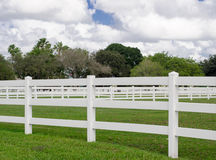 Clôture blanche Photos stock