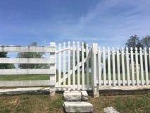 Clôture blanche Gate Image libre de droits