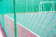 Clôture colorée par vert de maillon de chaîne Photos libres de droits