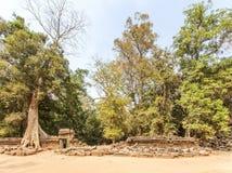 Clôture effondrée de temple de Prohm de ventres, Angkor Thom, Siem Reap, Cambodge Photographie stock libre de droits