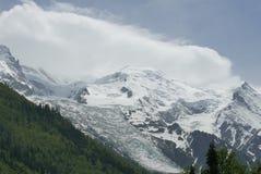 Clacier på Mont Blanc beskådade från Chamonix royaltyfri foto