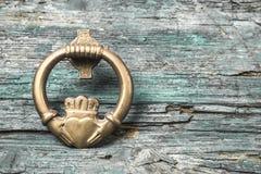 Claddagh, amour, amitié et fidélité Images libres de droits