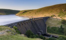 Claerwen水库和水坝,在活力谷,中间威尔士 免版税库存照片