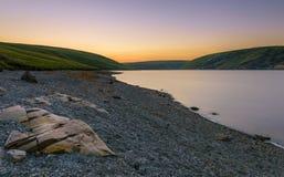 Claerwen水库,在日落 免版税图库摄影
