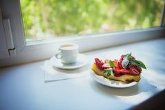 Clafouti avec des fraises Photographie stock