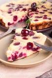Clafouty stycke av den söta körsbäret Sommarpaj fotografering för bildbyråer