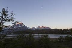 Clair de lune au-dessus de Grey Lake Photos stock