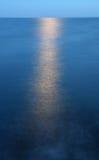 Clair de lune au-dessus de mer Image libre de droits