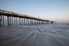 Clair de lune du pilier OBX de pêche de la Caroline du Nord Image stock