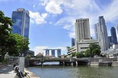 海湾在码头的claks海滨广场铺沙新加坡 免版税库存照片
