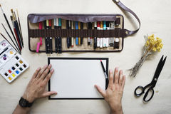 Clallighraphy-Meister schreibt Text Lizenzfreie Stockfotografie