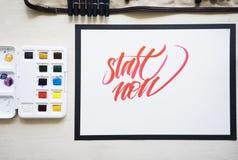 Clallighraphy-Meister schreibt Text Lizenzfreies Stockfoto