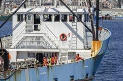 Clammer e S S Гордость с портовым районом New Bedford в предпосылке Стоковая Фотография