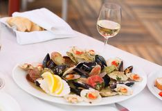 Clams and glass of white wine Stock Photography