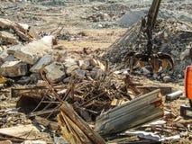 Clamshell chwyt dla czyści budowa śmieci i niszczyć struktur zdjęcie stock
