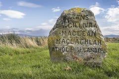 Clan-Gräber auf Culloden machen Schlachtfeld in Schottland fest lizenzfreie stockfotografie