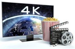 Clapper κινηματογράφων, popcorn και 4k TV τρισδιάστατο πιάτο εικόνας στηλών κιβωτίων Στοκ εικόνα με δικαίωμα ελεύθερης χρήσης
