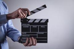 Clapper för maninnehavfilm framställning av film arkivbilder