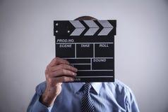 Clapper för maninnehavfilm framställning av film arkivfoton