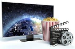 Clapper, popcorn και TV κινηματογράφων τρισδιάστατο πιάτο εικόνας στηλών κιβωτίων Στοκ Εικόνα