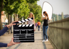 Clapperboard由女性手的标志举行 免版税库存照片