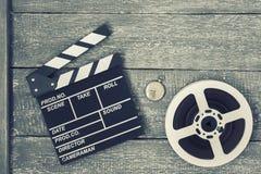 Clapperboard, carrete de la película y reloj de bolsillo Foto de archivo libre de regalías