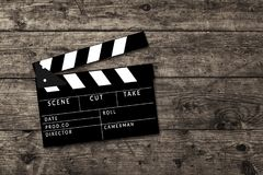 Clapperboard de la película en fondo de madera de la tabla Fotografía de archivo