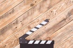 Clapperboard en el fondo de madera Imagen de archivo