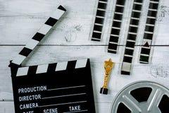 Clapperboard und Spule mit Film lizenzfreies stockfoto