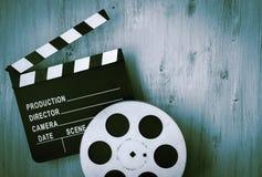 Clapperboards e o carretel do filme imagem de stock