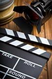 Clapperbräde med filmljus royaltyfria foton