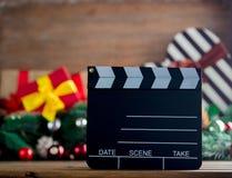 Clapshot-Brett und Weihnachtsgeschenke Lizenzfreie Stockbilder