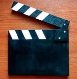 Claquette - un outil utilisé en tirant des films et des films de TV pour la synchronisation de tir suivante de l'image et du brui photo stock