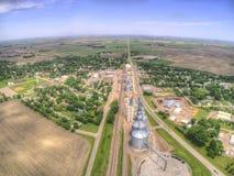 Clara Crossing är en liten lantbrukstad i North Dakota royaltyfri bild