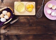 Clara de ovos e yolk separados foto de stock royalty free