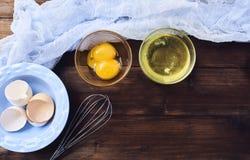 Clara de ovos e yolk separados fotos de stock royalty free