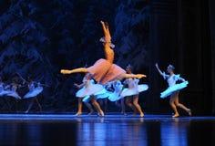 Clara hield van alles hier, de vliegen-eerste handeling van het vierde Land van de gebiedssneeuw - de Balletnotekraker stock fotografie