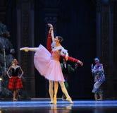 Clara a regardé autour curieusement du deuxième royaume de sucrerie de champ d'acte deuxièmes - le casse-noix de ballet Image libre de droits